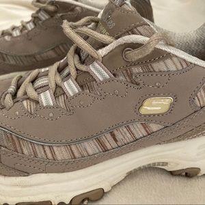 Skechers D'Lite Air Cooled Memory Foam Shoes 7.5